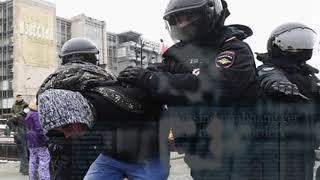 Полицейских закидали яйцами и бутылками на несанкционированной акции в Москве