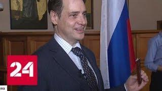 Один из лучших англоязычных переводчиков Пушкина стал гражданином РФ - Россия 24
