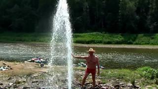 Знаменитый зимой фонтан в Лаклах на реке Ай летом, Республика Башкортостан
