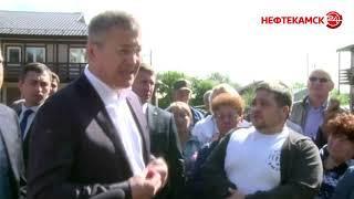 Визит в Нефтекамск Радий Хабиров начал с Амзи.