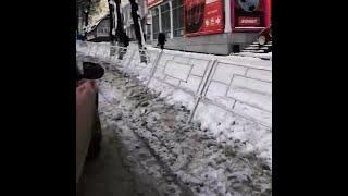 Уфимцы вынуждены перепрыгивать через высокий забор | Ufa1.RU