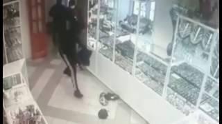 ВИДЕО, Кумертау, Башкирия, ограбление за 26 секунд, ювелирный магазин