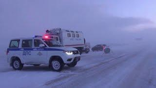 Башкирия ограничивает движение по трассам из-за сильнейшего снегопада.