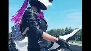 Сектор газа - Мотоцикл ремикс. Девушки танцуют под музыку Сектор газа.