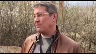 Глава городского округа Красногорск Радий Хабиров на субботнике в Павшинской пойме.