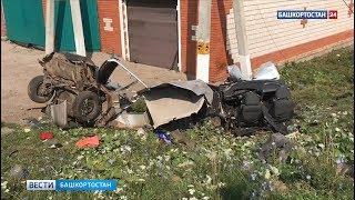 Страшное ДТП в Башкирии: легковушку располовинило об столб