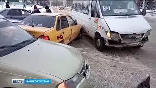 В Стерлитамаке столкнулись несколько машин и микроавтобус